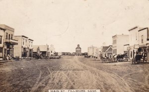 RP: FILLMORE , Saskatchewan , 1915 ; Main Street (Dirt)