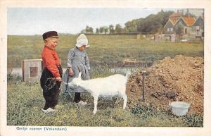 Netherlands Geitje voeren Volendam Children Goat