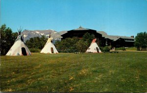Montana East Glacier The Glacier Park Hotewl With Blackfett Indian Teepees