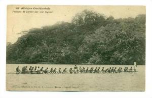 Afrique Occidentale , Pirogue de guerre sur une lagune, 00-10s