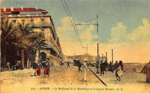 Alger Le Boulevard de la République Trolley Postcard