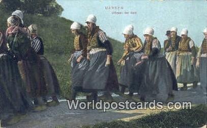 Uitgaan der Kerk Marken Netherlands 1913