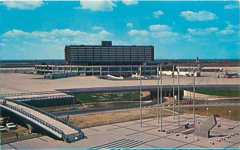 TORONTO CANADA INTERNATIONAL AIRPORT NEW AEROQUAY SHOWING SUNDIAL POSTCARD 1960s