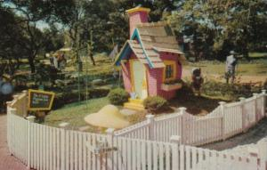 Brick House Of The Three Little Pigs Children's Fairyland Oakland California ...