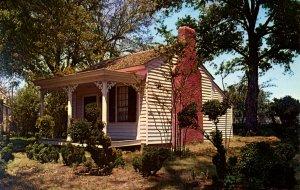 AL - Tuscumbia. Ivy Green, Helen Keller Birthplace.