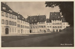 RP: BASEL , Switzerland , 30-40s ; Munsterplatz