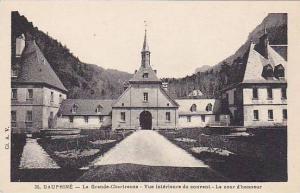 DAUPHINE, La Grande-Chartreuse - Vue interieure du couvert - Ls cour d'honneu...