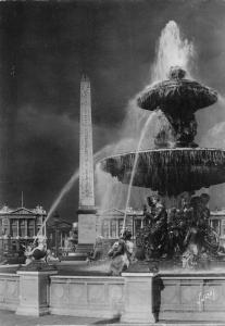France Paris en Flanant Une des fontaines de la place de la Concorde