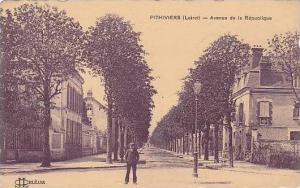 France Pithiviers Avenue de la Republique