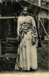 CPA NOSSI-BE Femme Sakalave MADAGASCAR (709413)
