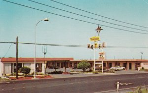 CRESCENT CITY, California, 1950-60s ; Town House Motel, Classic Cars