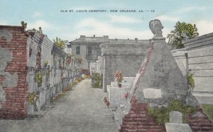 NEW ORLEANS, Louisiana, 30-40s; Old St. Louis Cemetery