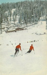 YOSEMITE NATIONAL PARK , California , 1950-60s ; Skiing on Badger Pass