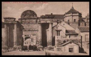 Purta de entrada sobre el Puente Romano,Codoba,Spain BIN