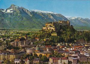 Austria Salzburg Altstadt Hohensalzburg und Untersberg von der Seilbahn