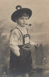 RP; Little German boy wearing Lederhosen, smoking pipe, PU-1908