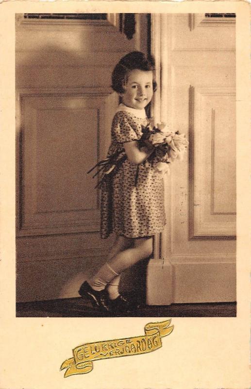 Gelukkige Verjaardag Happy Birthday Girl With Flowers Hippostcard