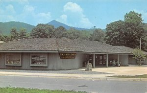 Roadside Stands & Gift Shops Post Card Qualla Arts & Crafts Cherokee, North C...