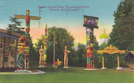Canada Victoria Indian Totem Poles In Thunderbird Park 1947