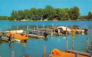 LP82     Indian Lake Ohio Artists Isle   Postcard
