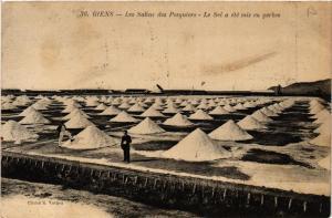 CPA GIENS - Les Salins des Pesquiers - Le Sel a été mis en gerbes (635086)