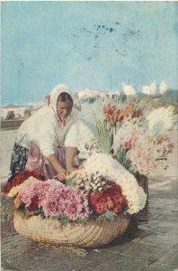 Romania Bucuresti vanzatoarea de flori flowers seller Bucharest postcard