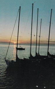 POINTE AU PIC, Quebec, Canada, PU-1986; Vue du quai au lever du soleil