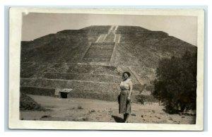 Postcard Pyramid of the Sun, San Juan Teotihuacan, Mexico woman at base RPPC Y62