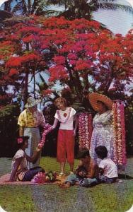 Hawaii Honolulu Lei Seller And Helpers 1962