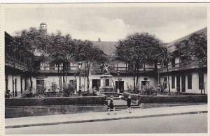 RP; Bogota, Reliquia colonial, plazuela de San Ignacio con la estatua de Don ...