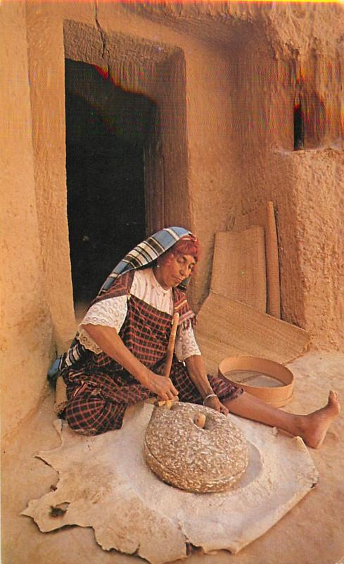 South Tunisia Matmata - la mouture du ble
