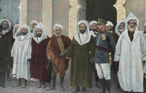 MOROCCO , 00-10s ; General espanol hablando con los representantes de Marruecos