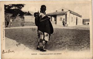 CPA Senegal-Dakar-Négresse portant son Enfant (235496)