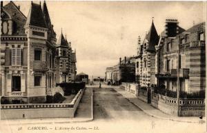 CPA CABOURG - L'Avenue du Casino (515870)