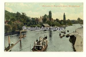 tq2310 - Berks - Boats wait at Entrance to Boulters Lock, Maidenhead - Postcard