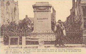 France Peronne Les boches apres avoir enleve la Statue de son socle l'av...
