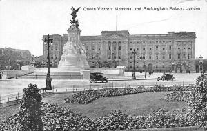 London Queen Victoria Memorial and Buckingham Palace Monument, Vintage Auto Cars