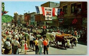 Deadwood SD~Days of 76 Parade~Widdoss Maytag~Saloon~Couple on Balcony~1960s
