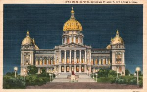 Des Moines, Iowa, IA, State Capitol at Night, 1944 Linen Vintage Postcard g8302