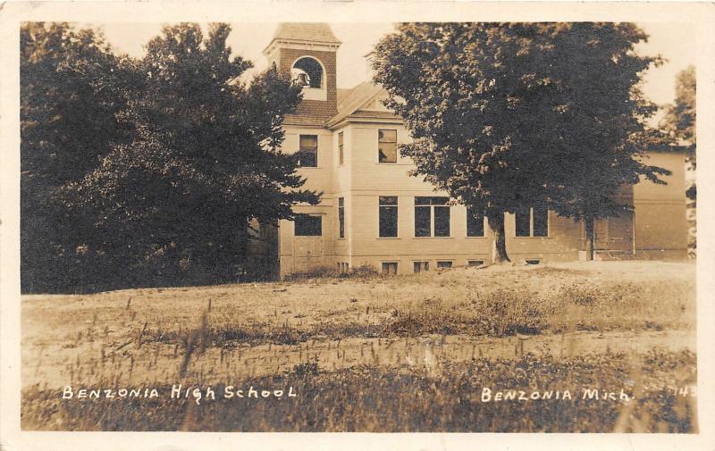 F35/ Benzonia Michigan RPPC Postcard c1910 High School Building