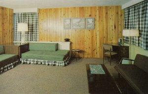 CALGARY , Alberta , 50-60s ; Crossroads Motor Hotel, Interior