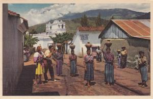 GUATEMALA, 30-40s : Women carrying earthen jugs on their heads
