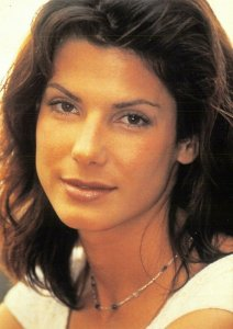 Postcard, SANDRA BULLOCK Portrait by Heroes Publishing Ltd 67V