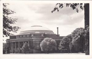 RP: Toronto , Ontario , Canada , 10-30s ; Convocation Hall , U. of Toronto