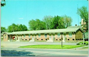 Lincoln, Nebraska Postcard CLOVERLEAF MOTEL Highway 34 Roadside c1950s Unused