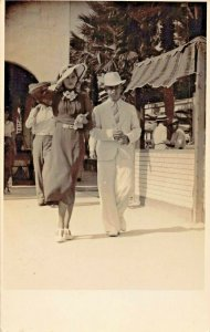 STYLISH DRESSED MAN & WOMAN-BOTH WITH HATS~1930s REAL PHOTO POSTCARD