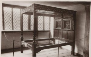 Devon Postcard - Four-Post Bedstead, 1590, Elizabethan House, Plymouth RS23031