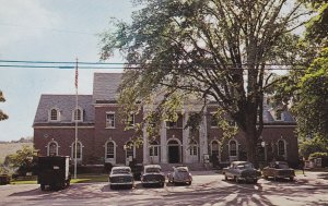 NEWTOWN, Connecticut; Town Hall and Post Office, Classic Cars, 1940-60s