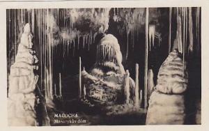 RP; Macocha Masarykuv dom, Czech Republic, 10-20s