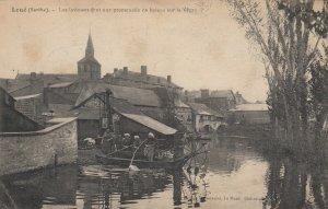 LOUE , France, 00-10s; Les laveuses fent une proenade en bateau sur la Vegre